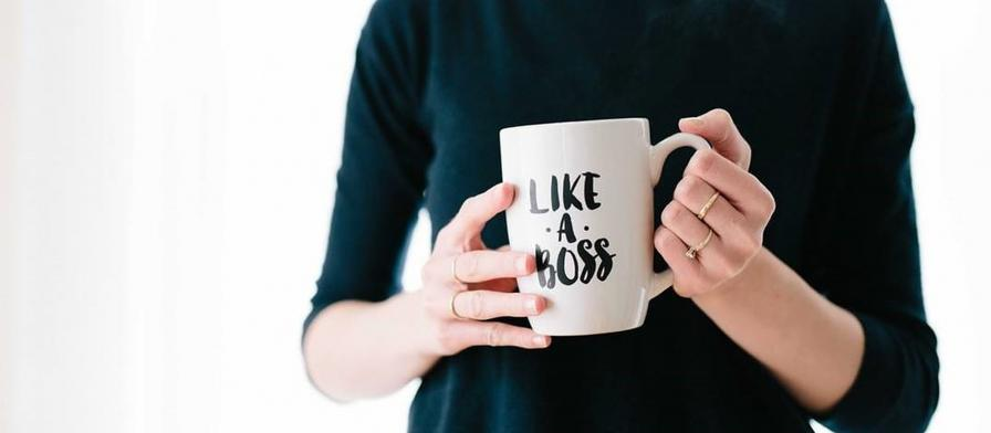 woman holiding 'like a boss' mug